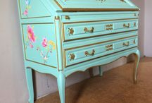 Restyling secretary desk / I restyled a secondhand secretary desk and was inspired by the roccoco and chinoiserie. Mintgreen chalkpaint, metallic gold, pink inside, pipstudio.