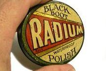 Radium / Minden idők egyik legmérgezőbb anyagát Marie Curie fedezte fel. Amíg a rádium radioaktivitását nem fedezték fel, addig minden féle termékbe bele rakták. Az arckrémektől, a fogkrémen át a gumi óvszerig, még ivóvízbe is!