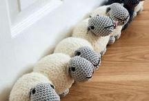 crochet for the home / Beautiful blankets, pillows, curtains and decorations to make a house into a home.