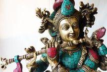 Statues Indiennes & Bouddhistes / Découvrez nos statues en Bronze et en Laiton, ainsi que nos pièces uniques agrémentées de pierres semi-précieuses.