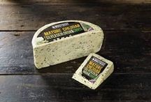 Silverskin Onions & Chives Cheese by Windyridge Cheese Ltd / Cheddar Cheese with Silverskin Onions & Chives