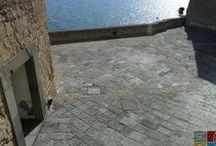Il Castel dell'Ovo / La suggestiva roccia di tufo che difende Napoli sul mare e conserva in sè il mito delle origini