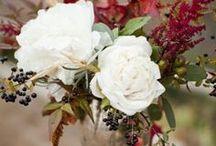 István&Ági őszi esküvője / Hortenzia, csipkebogyó, meleg fények, sok gyertya. Sok fehérben oldva az ősz meleg színei. :D