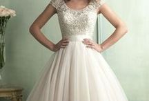 Wedding Dresses / by Maddy Bodnar