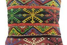 Coussins Kilim / Coussins kilim vintage réalisés à partir de tapis anciens.