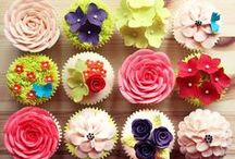 ❤ Florals ❤ / Pretty floral cakes, cupcakes and desserts! / by Layer Cake Shop