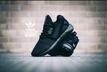 All black everything. / Black Sneaker Love.
