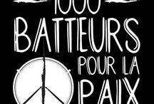 """1000 BATTEURS POUR LA PAIX / """"1000 Batteurs Pour la paix"""" a pour but de favoriser la promotion de la PAIX dans le monde, par le biais de la musique. Ce mouvement n'est ni religieux, ni politique, ni économique, il ne vise qu'un seul objectif, promouvoir la paix dans le monde avec toutes personnes désireuse de s'impliquer en devenant """"Batteur pour la paix"""". Rejoignez nous en devenant """"Batteur pour la paix. www.1000batteurspourlapaix.net"""