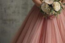 Peach & Glitz: Wedding Styling Inspiration