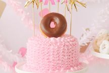 party like...DONUTS // DIY DONUTSDECOR / DONUTS als Partymotto zum Geburtstag, für die Baby Party oder eine Bridal Shower? Donut worry: Hier gibt's viele kreative Ideen für eine Donut Party!
