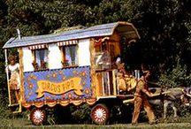 Circus / Ook Trucs met magneten, Goochelen&Bellen blazen.De ,Digibordlessen,computerspelletjes&filmpjes te vinden op Yurls bij Tineke Witlam.yurls.net