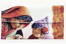 Pochettes à lunettes Lysand Créations / Cette élégante pochette à lunettes en crêpe de satin effet soie, permet d'y glisser toute taille de lunettes de vue ou de soleil. Impression de belle qualité sur les deux faces de tout ou partie d'un tableau de l'artiste Lysand.
