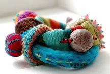 textil/fiber art jewelry