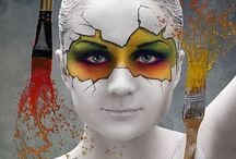 Skin canvas / Cutting edge photographic and artistic expressions of beauty with the human body