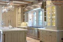 Kitchens / by Laura Lambrou