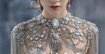 水晶披肩_Crystal cape / #bridalfashion #bridalstyle #crystal #weddingmolding #新娘秘書 #新娘造型 #水晶 https://molding.wswed.com/fitting/shawl.html