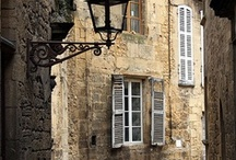 Architecture can be so .... rich, romantic,beautiful...... / i love romantic architecture, all those little details,.... all the patience and work that people have spend to make it so brighten.....