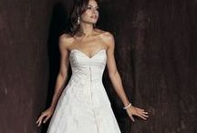 Wedding dresses / accessories / Branded wedding dresses in clearance prices. Please contact us for more information!