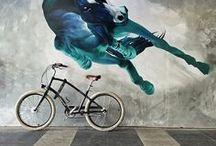 BICICLETAS : Electra Bikes. / Hemos incorporado a nuestra oferta las bicis Electra. Esta marca es la más importante en su sector, con más de un 60% de cuota de mercado. Bicis robustas y resistentes, con fantásticos acabados y un diseño muy cuidado. Cualquiera de las bicis que mostramos abajo puede ser ya comprada en nuestra tienda. Aún no están en la web pero se pueden reservar por teléfono.