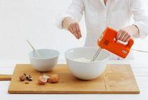 Magic Grip Kitchen | Kollektion / Die Technologie MAGIC GRIP ist eine Innovation, die die Funktionalität von Porzellan in mehrfacher Hinsicht erhöht. Der integrierte Silikonfuß sorgt für Rutschfestigkeit, dämpft Geräusche und schützt empfindliche Oberflächen vor Kratzern.