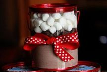 Christmas Gifts in a Jar / A collection of fabulous ideas for Christmas gifts in a jar!  These inexpensive gifts are super creative and perfect for Secret Santa gifts. #giftinajar #secretsanta #homemadegift #christmas