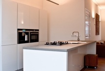 Alle soorten vloeren / MoreFloors uit Breda is specialist op het gebied van alle denkbare vloeren. Van Houten vloeren, natuursteen vloeren, keramische tegels, terrashout, gietvloeren, siergrind, laminaat vloeren en zelfs PVC vloeren. De vloeren worden door het hele land gelegd, geleverd en geinstalleerd door onze vaste, deskundige vloerenleggers. MoreFloors Breda is gevestigd op de Neerloopweg 11, 4814 RS te Breda