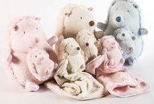 Juguetes para bebés y niñ@s / Nuestras muñecas, cochecitos de juguete y peluches traerán horas de diversión a los pequeños de la casa.
