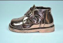 Metalizado de zapatos de bebé. / Convertimos en una joya para toda la vida algunos de los recuerdos más importantes de tu bebé como su primer zapato o su primer chupete. Garantía de 25 años.