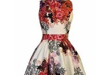 Hot dresses / These dresses are hot right now! Every day at Dress-Company we look at our trending dresses and if we think they are hot enough, we share them here. #dress #hotdress #floraldress ##summerdress #dresscompany #prettydress
