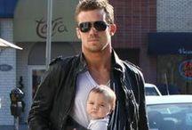 Papas porteurs canons - Hot Dads / Hot dads with baby ou des papas canons avec leur bébé!