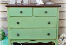 MMSMP - Greens - Miss Mustard Seed Milk Paint / Browse the shades of green Boxwood and Lucketts Green from the Miss Mustard Seed Milk Paint line. DIY'ers, Crafters, Designers, Painters and Small Makers, do you love to paint? Us too! Catch some of these goodies right here at www.nora-gray.com