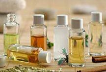 aromatherapie / Aromatherapie is een onderdeel van de kruidengeneeskunde en is het gebruik van etherische olie, afkomstig uit aromatische planten en bloemen. Aroma betekent geur, lucht, reuk, parfum enz. Aromatherapie is het inhaleren en toepassen van deze aroma's en hiermee een gunstig effect creëren op het lichaam, het zenuwstelsel en de emoties.