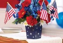 4th of July Planters / Great craft ideas using clay #pots for #Independence Day.  Beautiful decorating ideas using the Red, White &  Blue theme with #planters.  Hopefully these help when it comes to decorating for the holiday!