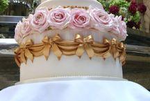 Cakes,cupcakes,and mini pies / by Zara Panganiban