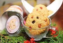 """dKekse's cookies collection / Kami membuat cookies hanya berdasarkan pesanan untuk menjaga kesegaran rasa. Untuk itu kami membutuhkan waktu sampai 3 hari untuk menyiapkan pesanan Anda. Cookies kami tidak menggunakan bahan-bahan pengawet. Cookies ini dipersiapkan dan dibuat sendiri oleh Lenny Jusup, penulis seri buku nutrisi kesehatan """"Fit for Life"""""""