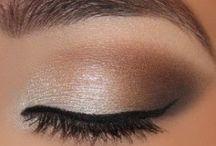 !Make Up! / by Alexandra Kronenberg