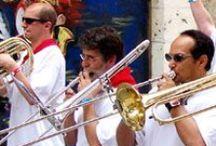 Sorties, rencontre, échanges / Le Gers est une terre de rencontre et d'échanges. Tout l'esprit festif du Sud-Ouest vibre ici. Toute l'année, les grands événements (festivals musicaux, rendez-vous culturels, sportifs, festifs...) vous retiennent dans le Gers.