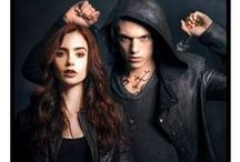 The Mortal Instruments: City of Bones Outfits