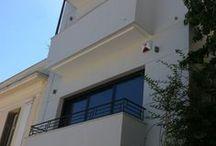 Ακρόπολη - Acropolis / Nikolas Dorizas Architect, Tel: +30.210.4514048 Address: 36 Akti Themistokleous – Marina Zeas, Piraeus 18537.  Αναστήλωση παλαιάς πολυκατοικίας στην Ακρόπολη και μετατροπή σε αφαιρετική μονοκατοικία για ένα ζευγάρι από το Αρχιτεκτονικό Γραφείο του Νικόλα Ντόριζα.