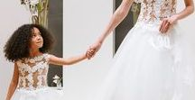 Comme les grandes - Robe mariage enfant - Cymbeline / Comme les grandes - Collection enfant Cymbeline - Toutes vêtues de dentelle et de tulle, elles sont le reflet des modèles de ces dames. Miniatures des robes de nos mariées, découvrez nos robes mariage enfant.