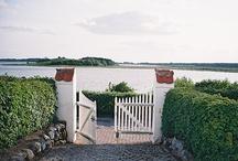 Garden Gates and Fences / by Martina Kemenas
