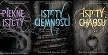 Książki fantasy + romans / Książki, w których elementy fantasy przeplatają się z wątkiem miłosnym.