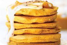 Breakfast for dinner / Brinner recipes / Vous n'avez pas envie de cuisiner ce soir ? Préparez-vous un faux-brunch : sortez les tartines, les oeufs brouillés, les crêpes et les muffins. Le «Brinner» est régressif, et rapide à préparer. Découvrez nos idées de recettes faciles : sandwichs complets, mug cake, pancakes, gaufres salées, oeufs, etc… Vous allez vous régaler !