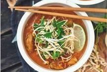 Recettes thaïlandaises / Thaï recipes / Vous souhaitez découvrir la cuisine exotique, et changer vos habitudes alimentaires ? Surprenez vos proches en préparant un petit plat thaïlandais, gourmand et original. Découvrez toutes nos idées de recettes faciles : currys épicés, pad thaï, nouilles sautées au bœuf, salades, rouleaux frais et croquants, légumes cuits au wok… C'est un régal !
