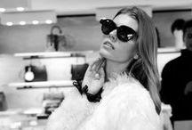 Fashion's Night Out 2013 / На Днях в Москве завершилась очередная грандиозная Fashion's Night Out, оставив после себя море впечатлений, миллион эмоций, потрясающие покупки и несколько тысяч ярких фотографий.   А вот и несколько удачных образов в очках, которые сумели поймать в объектив фотографы Vogue и Geometria.