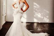 Enge Brautkleider / Inspirationen zu eng geschnittenen Brautkleidern