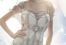 Besondere und Designer Brautkleider / Brautkleider die wir von www.wunsch-brautkleid.de toll finden.
