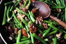 food fantasies / fabulous dishes, fantastic recipes / by Joan Vineyard