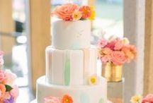 Menyasszonyi torták // Wedding cake / Hagyományos, színes, extrém. Kicsi, nagy, közepes. Emeletes vagy apró süteményekből összeállított. A menyasszonyi torták világa. // #traditional #colorful #extreme #small #big #medium #storey #mini #cake #wedding #bride #groom
