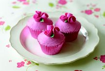 """Pretty in pink / Pink cakes, cupcakes, cookies, cakepops, ... All you need for """"La Vie en Rose"""" in the kitchen!"""